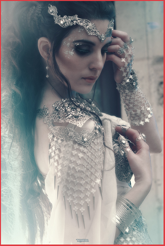 Photoshooting french medieval fashion woman armour jewellery chainmail
