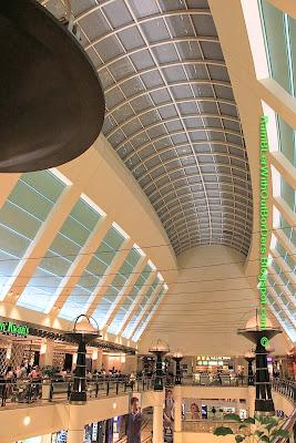 Shopping arcade, Interior, Petronas Twin Tower, Suria KLCC, KL, Malaysia