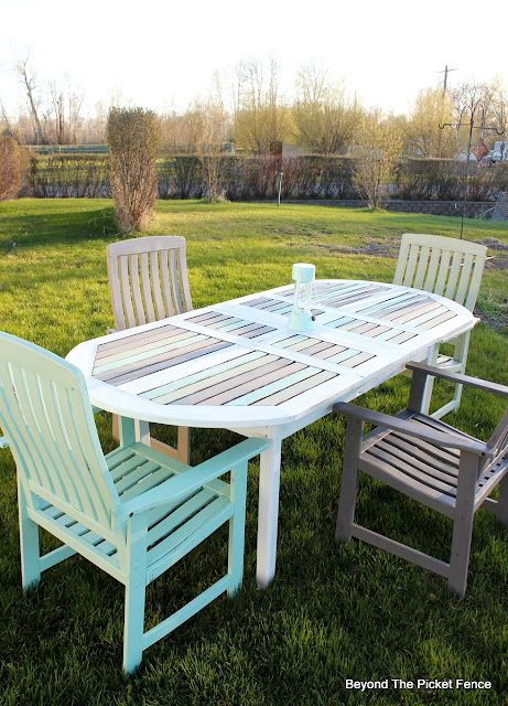 patio table, paint makeover, Fusion mIneral Paint, garage sale find, paint it, http://bec4-beyondthepicketfence.blogspot.com/2016/04/beachy-patio-table.html