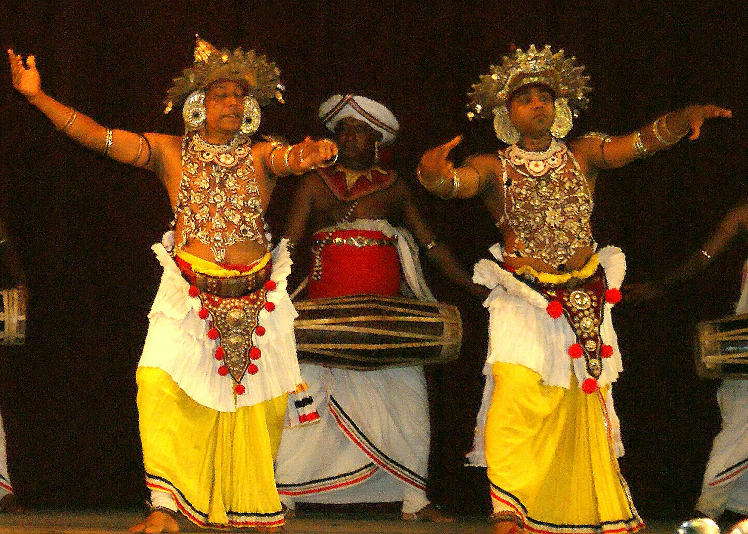 The world renowned Kandyan Ves dancers and drummers photographed at a . 1513 x 1081.Sri Lankan Hairstyles Videos