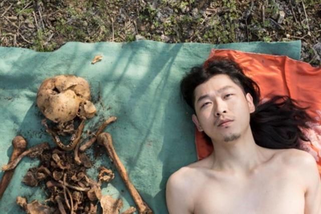 foto Samping Tulang Ayahnya Pria China Mendapat Kecaman