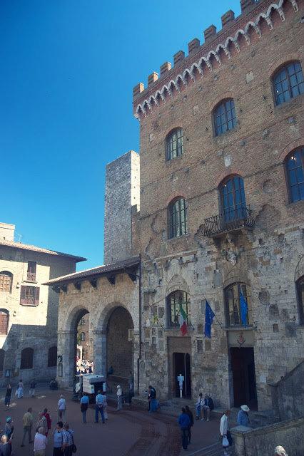 główny plac w San Gimignano
