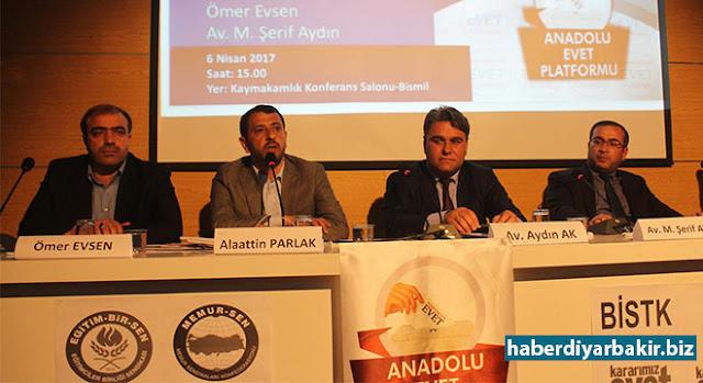 DİYARBAKIR-Bismil'de Kaymakamlık Konferans Salonu'nda, Anadolu Evet Platformu, Bismil İslami Sivil Toplum Kuruluşlarının (BİSTK) eve sahipliğinde yeni anayasayı konu alan bir panel düzenledi.