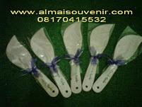 souvenir pernikahan centong daun