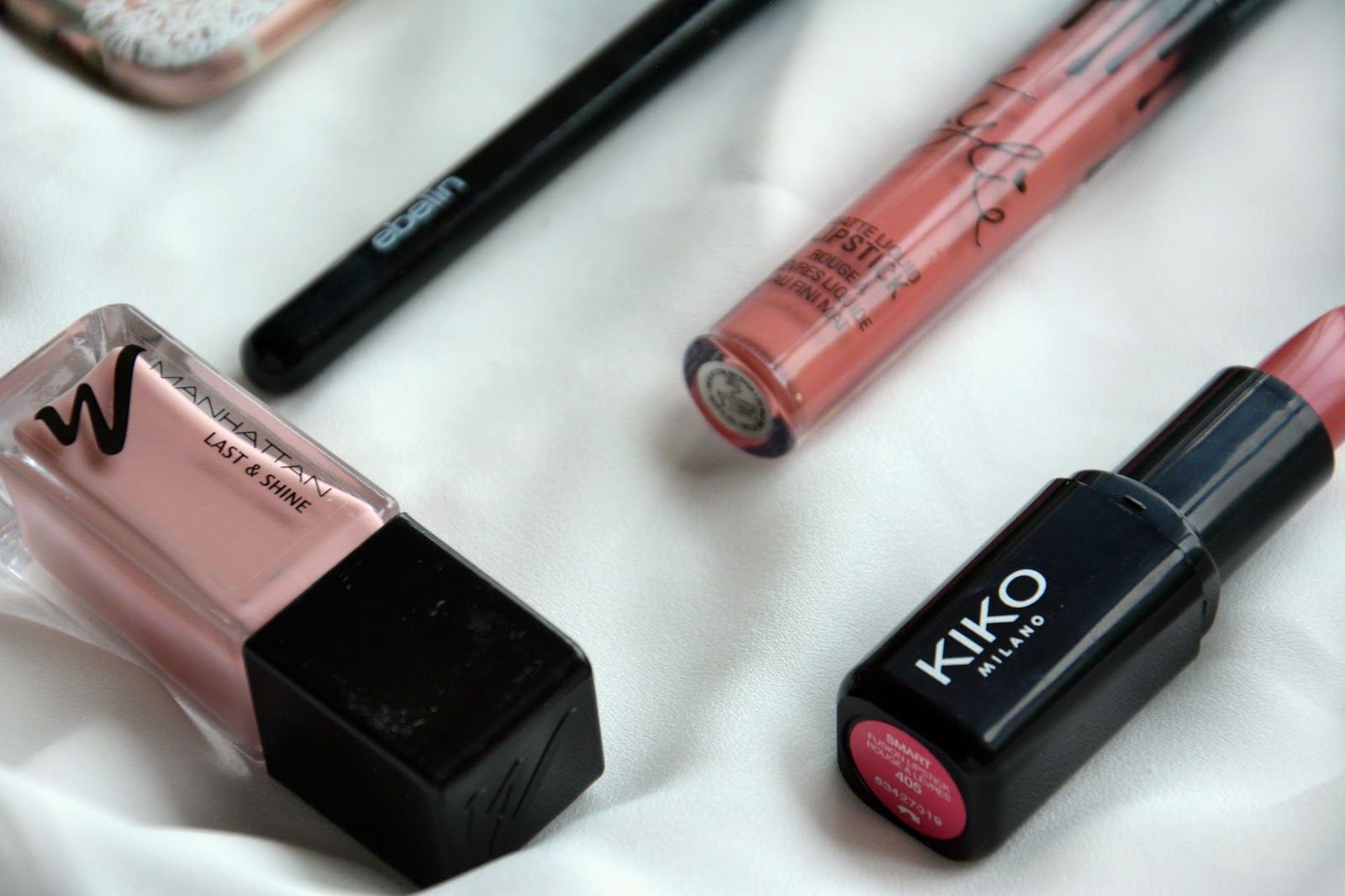 Ebelin Blending Brush, Kylie Lip Kit Candy K, Manhattan Last & Shine Nail Polish, Kiko Lipstick