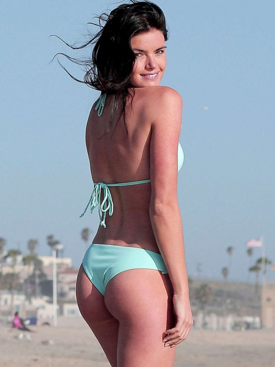Courtney Robertson In Bikini  Celebrity Hot Wallpapers And Photos
