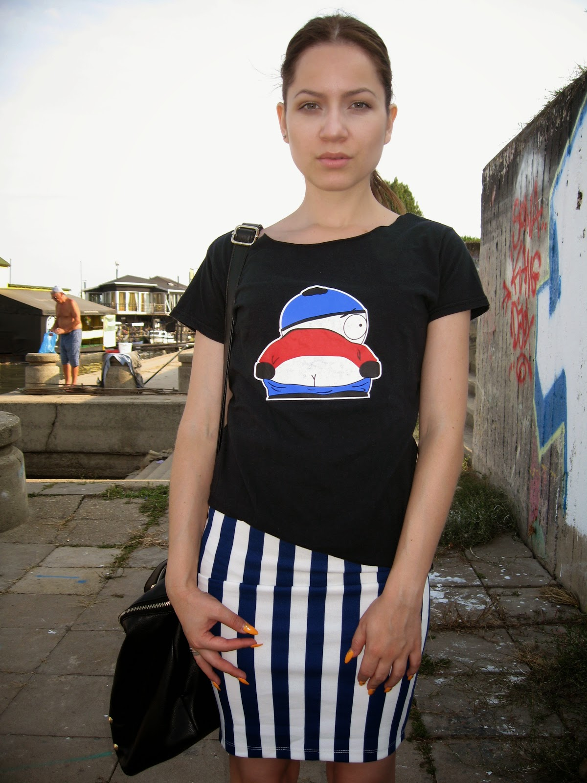 cartman print t shirt tee top, blue and white striped pencil skirt, deichmann white sneakers, styling white converse sneakers, carpisa black studded bag, sleek pony tail, back to school look,