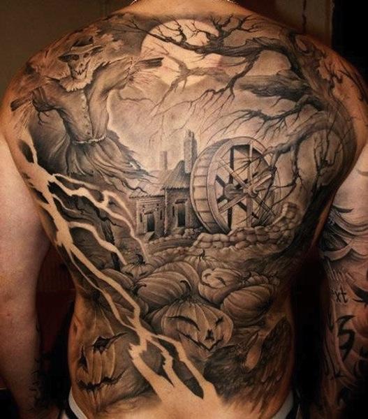 Tatuajes en la espalda de hombre