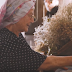 «Let's do it Χαρίλαε!»: Η γιαγιά ραδιοφωνικού spot που έγινε viral (video)