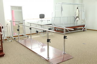 Bar track walk physiotherapy unit for rehabilitation - physiotherapy