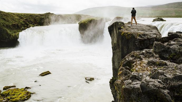 Wallpaper: Nature - Waterfall and Hiking