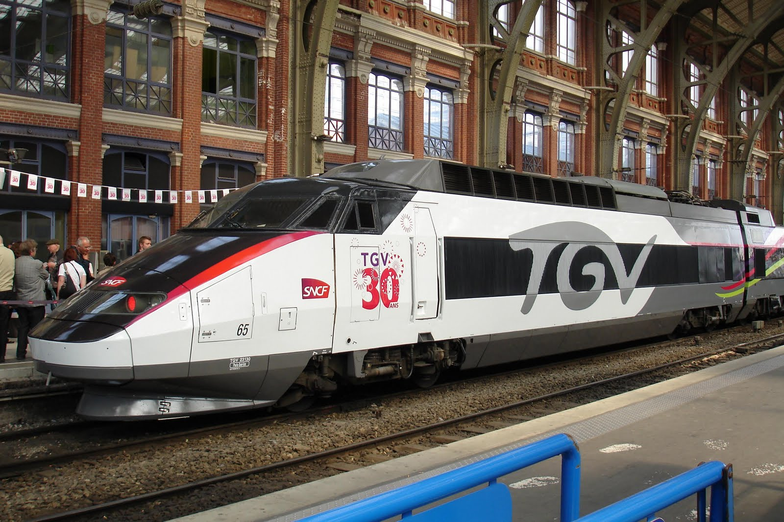 la passion du train les 30 ans du tgv lille. Black Bedroom Furniture Sets. Home Design Ideas