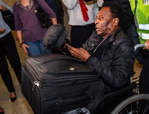 Médicos dizem que Pelé apresenta evolução satisfatória