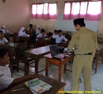 kompetensi kepribadian, kompetensi pedagogik, kompetensi profesional, dan kompetensi sosial