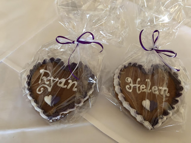 Ginger bread hearts, wedding favors,  wedding venue Parkhotel Wallgau, wedding weekend, destination wedding, mountain wedding, wedding in Bavaria, wedding planner, 4 weddings & events, Uschi Glas, Garmisch-Partenkirchen, Zugspitze, Garmisch wedding, Germany, wedding coordinator