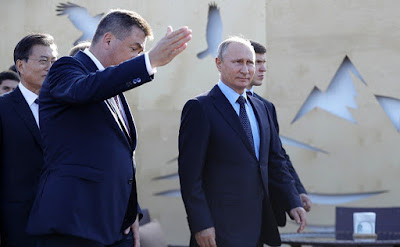 Vladimir Putin with Primorye Territory Governor Vladimir Miklushevsky during a visit to the Far East Street exhibition.