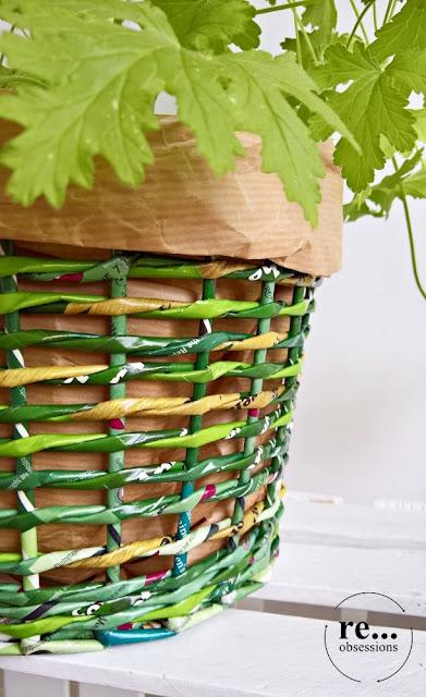 newspaper weaving, paper wicker, recycle, paper, basket, papierowa wiklina, koszyk, osłonka,