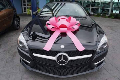 Ellen DeGeneres Give Away Gift Money And Cars - Ellen degeneres show car giveaway