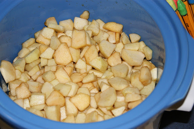 Making applesauce in a slow cooker image
