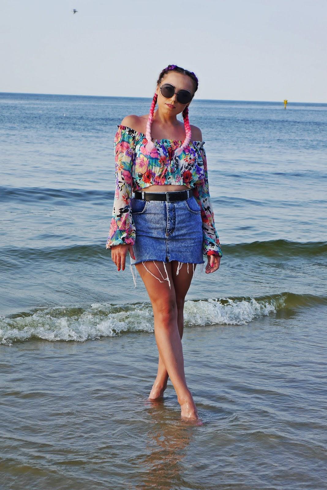 7_jeansowa_spodnica_top_w-kwaity_warkocze_kolorowe_karyn_blog_modowy_200818