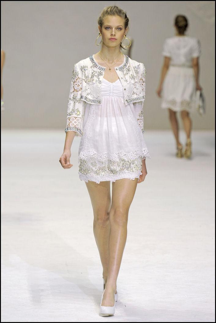 abito bianco dolce e gabbana corto