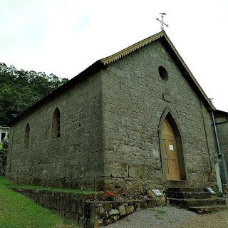 Capela dos Sagrados Corações de Jesus e Maria,  Distrito de Galópolis, em Caxias do Sul. A capela foi totalmente construída em pedra, em 1892.