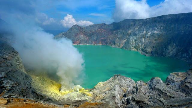 Pesona Kawah Ijen di Banyuwangi Jawa Timur