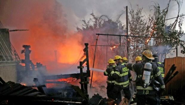 tim pemadam kebakaran palestina