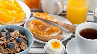un petit déjeuner équilibré