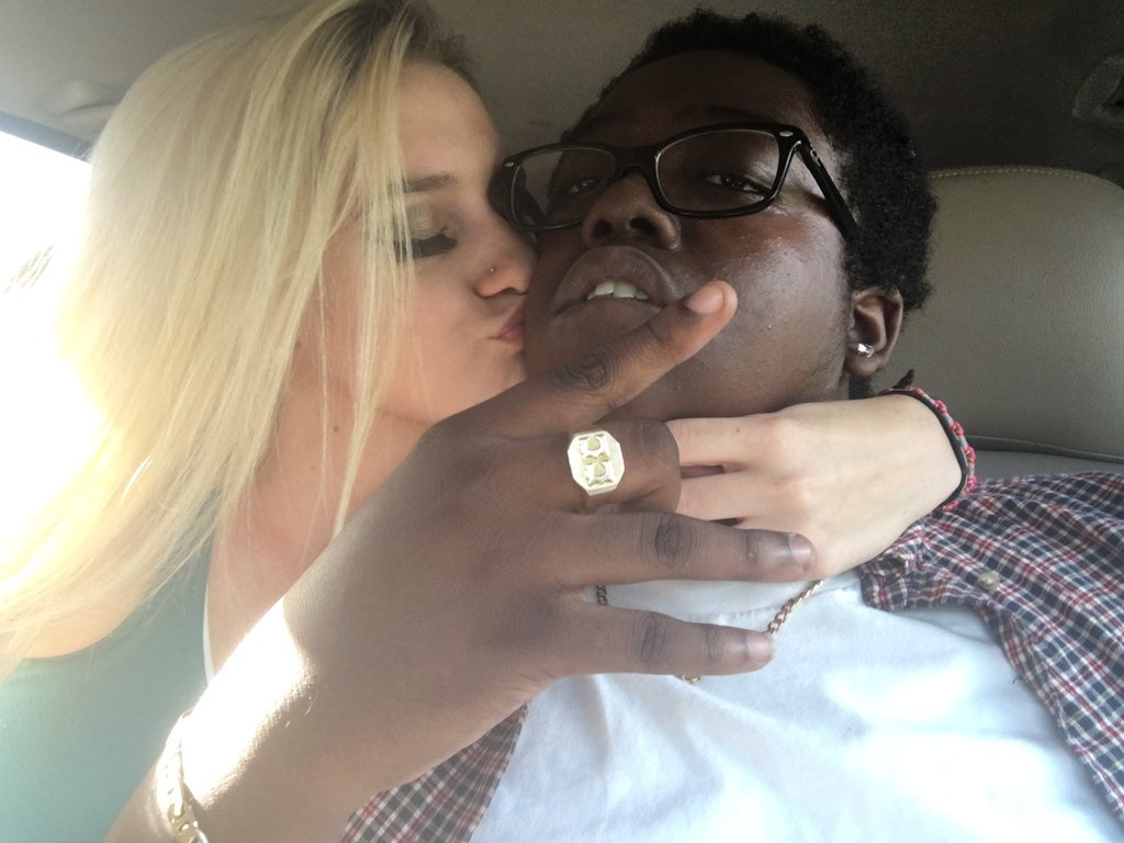 Little blonde girl with black guy — pic 15