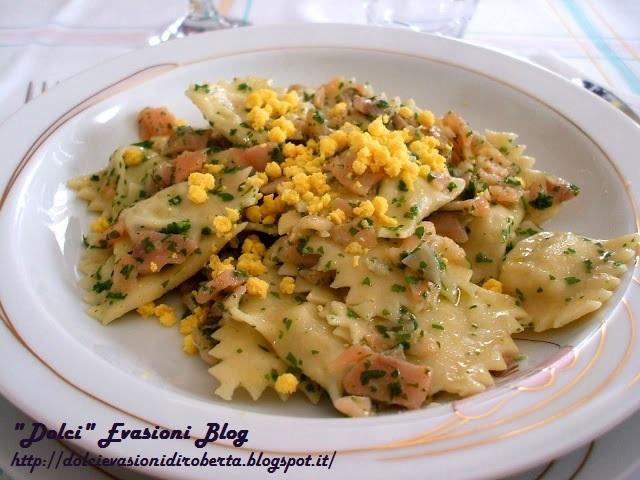 Ravioli ai porri e ricotta con salmone affumicato e mimosa d'uovo