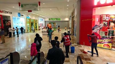 Nem o shopping-center, construído com um padrão de qualidade superior, escapa das consequências do Fenômeno El Niño no Peru.