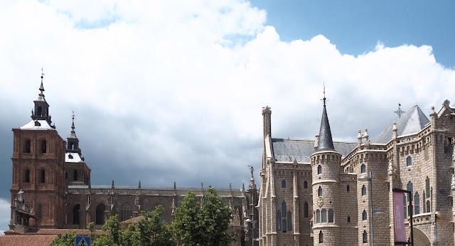 Catedral de Astorga y Palacio Episcopal de Gaudí