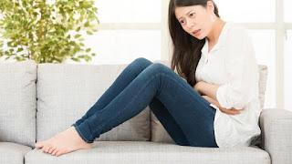 Menstruasi Bikin Emosi Naik Turun? Intip 3 Taktik Mengatasinya, Emosi Naik Turun Bak Roller Coaster Saat Menstruasi, Mood Swing Saat Menstruasi: Penyebab dan Cara Mengatasinya