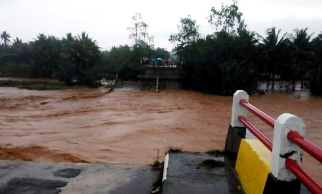 Hujan Deras Guyur Tasikmalaya, Jembatan Cipatujah Ambrol