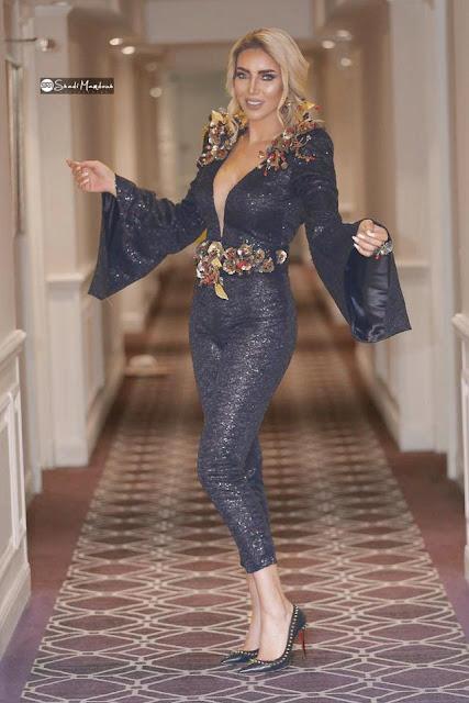 """الإعلامية ليلى شندول """"تتألق بتصميمات مصممة الأزياء التونسية سونيا بن خليل"""