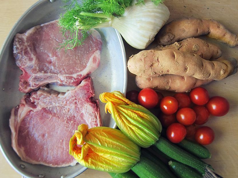 genussbereit sonntagsessen kotelett mit fenchel rosmarin kruste zucchini bl ten aus dem ofen. Black Bedroom Furniture Sets. Home Design Ideas