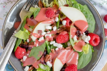 RASPBERRY & PEAR SALAD WITH HOMEMADE RASPBERRY VINAIGRETTE