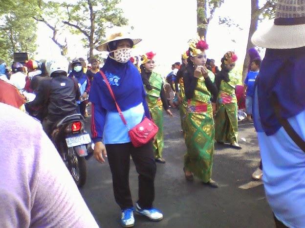 foto pakaian bali SMPN 1 Singgahan saat karnaval