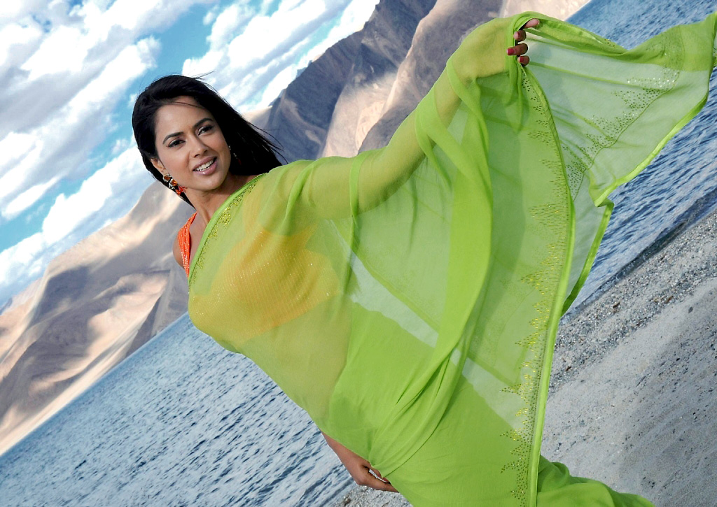 Sameera reddy stills from vedi
