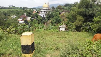 pemandian kalireco dilihat dari sebelah lapangan