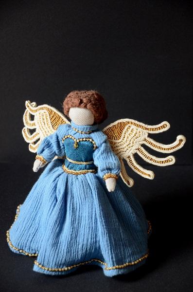 Aniołek ze skrzydłami w technice sutasz.