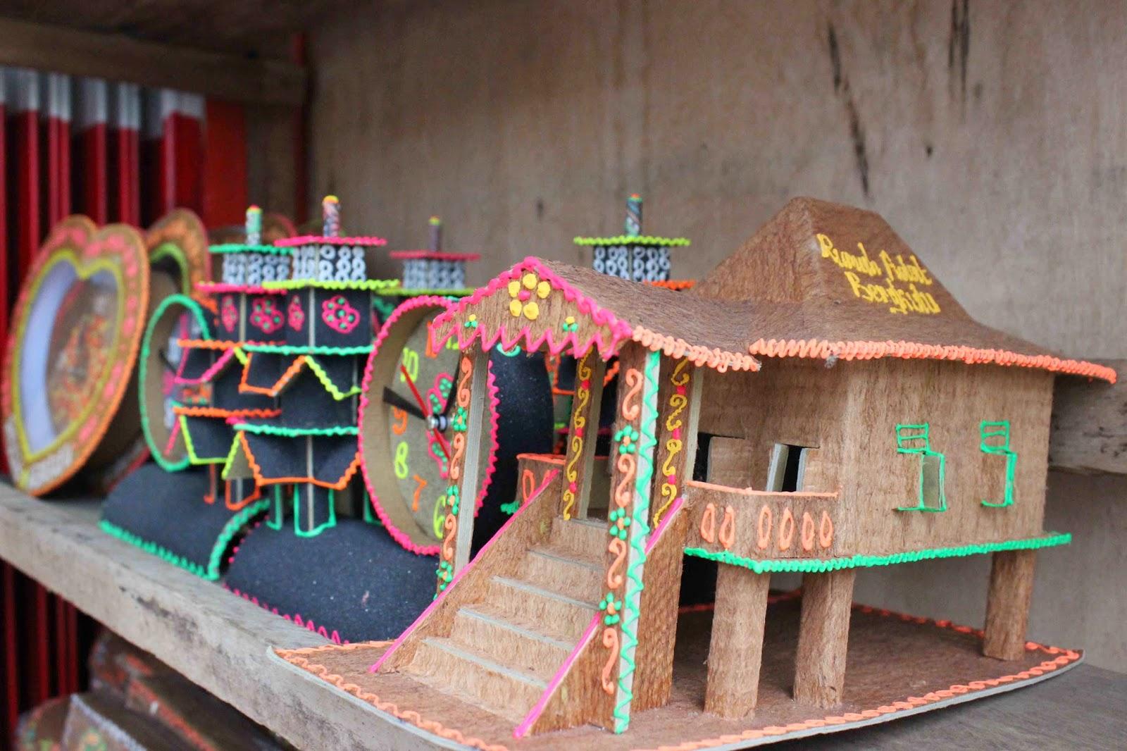 Miniatur Rumah Adat Bengkulu - Rumah Adat Indonesia 0463edd108