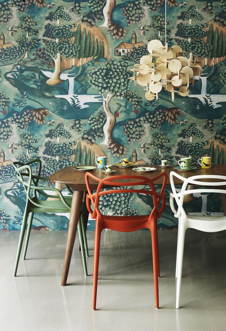 我們看到了 我們是生活 家 一面大膽的壁紙 給用餐空間一種特別的