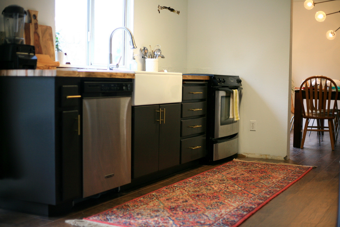 How About A Refresher On What We Started With? This Top Photo Is The  Listing Photo  The Most Attractive This Kitchen Ever Looked. Pretty Gross.