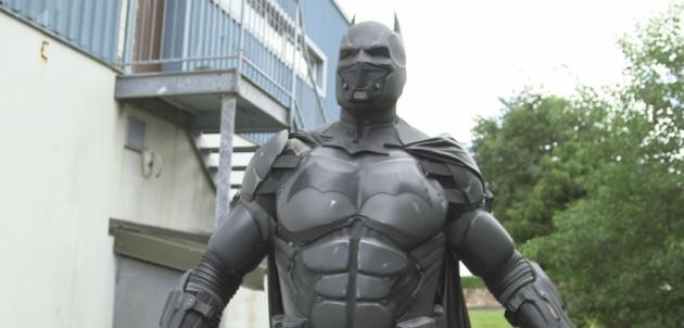 Este traje de Batman le dio un récord Guinness