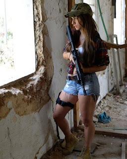 Conheça Orin Julie a ex-artilheira da IDF agora modelo
