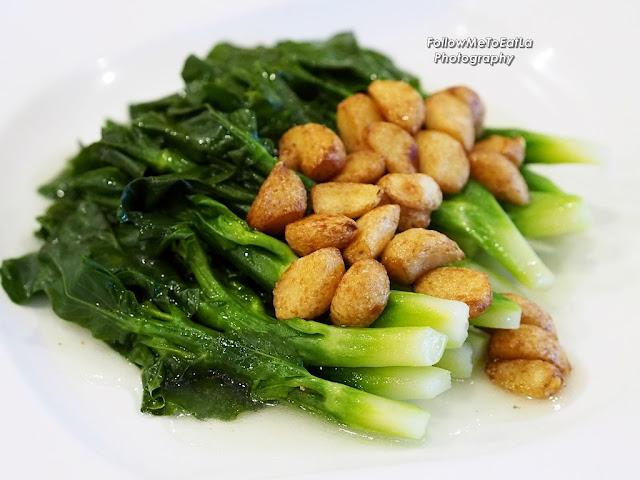 Stir Fried Seasonal Hong Kong Vegetable With Garlic