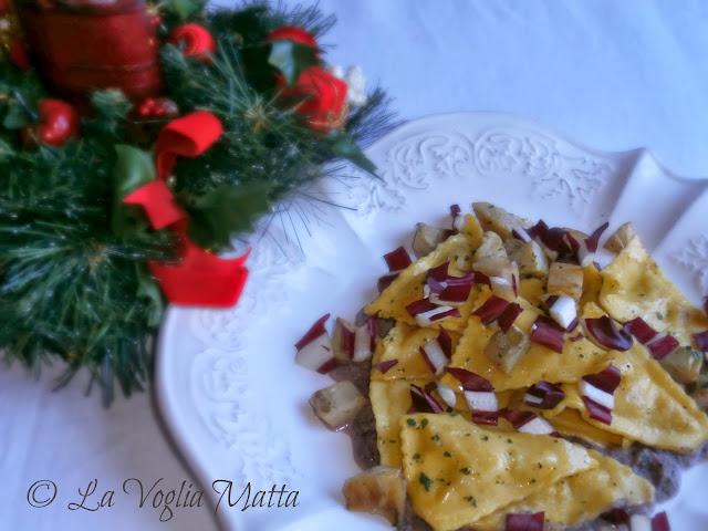 triangoli al formaggio Barone con carciofi su crema di radicchio trevigiano