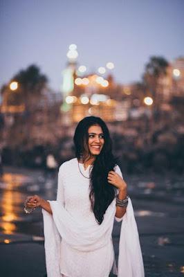 Dusky Indian Model Girl In Lucknow Style Kameez Salwar.